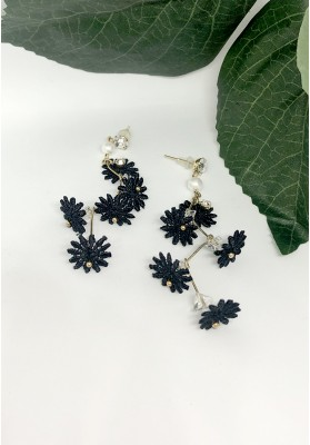 Flower Vines With Diamond And Pearls Earrings Black