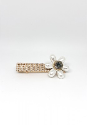 Tear Drop Flowers With Stone And Pearls Square Hair Clips White